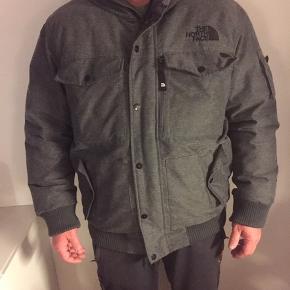 Fantastisk varm jakke , den eneste i dk da den ikke forhandles i dk den er købt i london for 4200kr , sælges pga køb af ny jakke