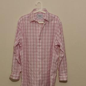 Needs to be ironed once as it has been in a suitcase.  New price is 735 DKK.   Has a very small stain on one sleeve. I am selling it so cheap because of that. It is perfect beside that!