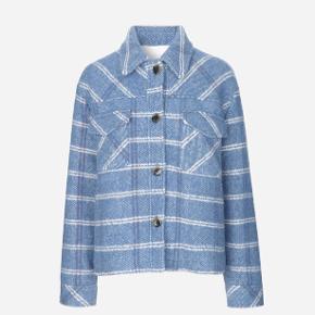 Blå jakke fra Samsøe Samsøe med virkelig lækkert tyndt for.