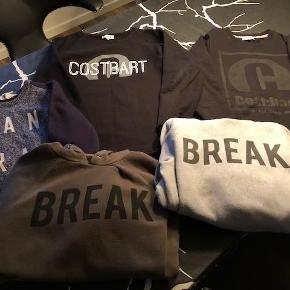 Brand: Cost:bart, Jeff og H&M Varetype: Sweatshirts og hoodies Størrelse: 13-14år Farve: Sort, blå, army og grå Prisen angivet er inklusiv forsendelse.  Sælger disse fine trøjer (sweatshirts og hoodies) for mine drenge.   De fejler ikke noget, er god men brugt. Uden pletter/huller o.lign. Fra røgfrit hjem. Trøjerne er vasket på vrangen og aldrig tumblet.  Prisen er for alle trøjerne inkl. porto :-)  Handler helst via MobilePay.