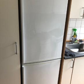 BYD.  Sælges da vi flytter i ny lejlighed, der allerede har et køleskab.