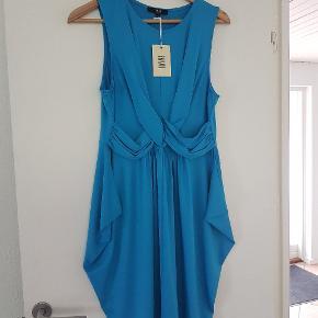 Kjolen har en lille 'løber' nederst, derfor den lave pris - se billede. Sender gerne med DAO, køber betaler porto.