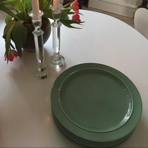 Royal Copenhagen tallerken. 32 cm i diameter. Lidt brugte.  Har 8 stk.