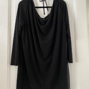 Fin Oversized kjole med dyb ryg