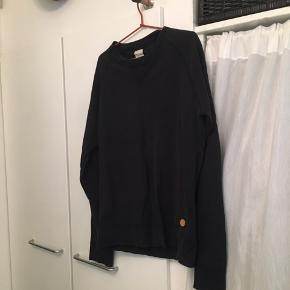 Jeg sælger denne pæne sweatshirt fra Acne Studios i sort. Stand: 7/10 - ingen tegn på skader  Kom med et bud, prisen kan forhandles. Skriv for spørgsmål og/eller flere billeder! :-)