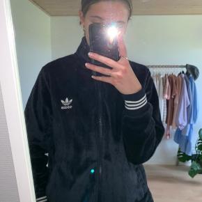 Fin fleece trøje fra Adidas  Får bare ikke brugt nok Køber betaler fragt