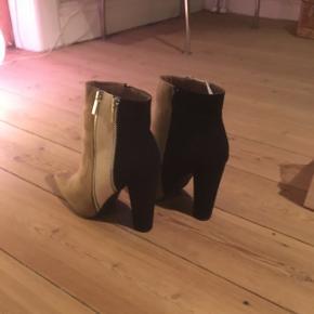 Just fab støvler  Nypris 359kr pr par  Nu 200kr pr par