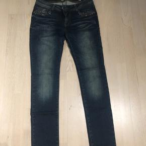 Super fine jeans fra Pieszak, str 28, cirka længde 32. Brugt få gange, men i meget pæn stand😊