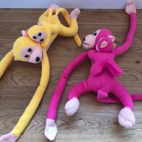 Skrigende aber med baby og Velcro på hænderne.  Med skrigende abelyd 20kr stk