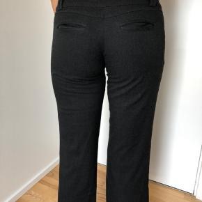 Sælger disse lækre Vero Moda slacks. Kun prøvet på.