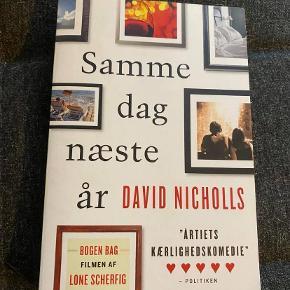 """""""Samme Dag Næste År"""" af David Nicholls. Genre: romantik."""