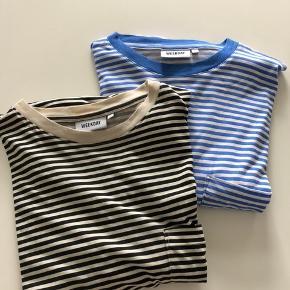 Stor i størrelsen. Lange ærmer. Kan sendes mod betaling af porto kr. 40,00 med DAO. Prisen er for begge t-shirts.