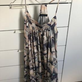 Brugt en enkelt gang - lang kjole - byd