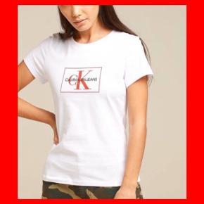 Hvid Calvin Klein t-shirt  Kun brugt 1 gang, da den desværre er for lille.  Købt for 400 kr. på Boozt.dk MP: 135 kr. (+ evt. porto)  Str. M men lille i størrelsen og passer en str. small.  Ingen bytte og fast pris.  Samme model i gul sælges også - køb begge samlet for 250 kr. (nypris 800 kr.)