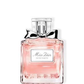 """""""Miss Dior: Eau De Toilette,"""" i 50 mL glas beholder. Parfumen er kun blevet brugt 2-3 gange, der er stadig massere væske tilbage i, og beholderen ser helt ny ud. Den er købt i Matas for 600kr."""