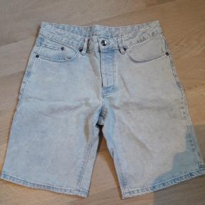 Lækre shorts. Svarer tiæ str. 14 år. Brugt få gange. Se også andre shorts.