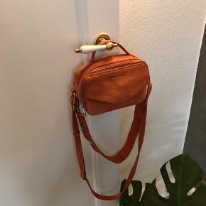 Daniel silfen taske i modellen Emma. Den er aldrig brugt. Nyprisen var omkring 800-900 ,-