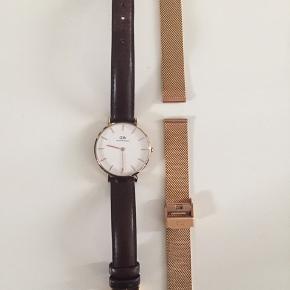 Ur fra Daniel Wellington i guld. Der medfølger både læder rem og rosa guld rem, værktøj til at skifte rem, original æske og kvittering.