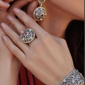 Combination of pearls, garnets, silver and gold