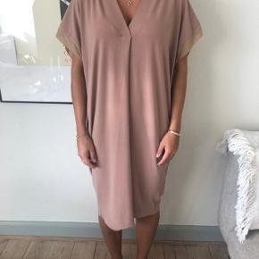 Fineste kjole fra Malene Birger. Kun brugt en enkelt gang. Byd gerne