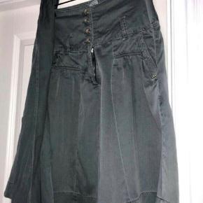 Fin nederdel i bomuld i army grøn - bælte medfølger