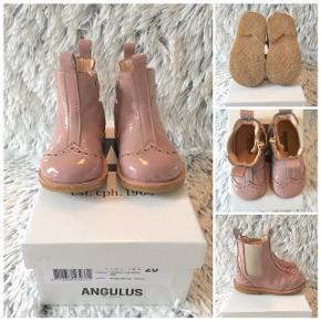 Angulus støvler i str. 20 helt nye i æske så smukke.  Sender selvfølgelig gerne hvis du betaler porto.