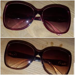 Helt nye solbriller. Den ene par brune og det andet par pink/lyserød. 🌞  Pris er 35 kr pr. stk. Begge for 60 kr. 😎  Kan afhentes på Vesterbro i København.