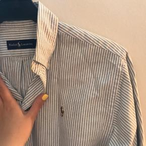 Fin skjorte passer xs :)