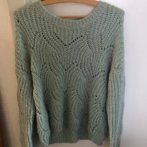 Sælger denne only sweater, købt i december. Brugt ca 1-2 gange. Sælges da den aldrig bliver brugt.  Fejler intet:)  BYD!