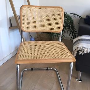 Smukke italienske fletstole i super stand. Har to stk. Sælges til kun 375kr pr stk.