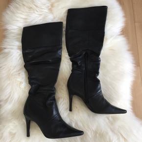 Super lækre sorte læder støvler i str. 35 fra Bianco. Nypris 1.300 kr.