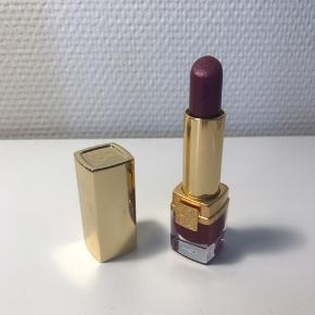Lækker læbestift fra Estee Lauder Farve: Violet Electra Nypris: 280