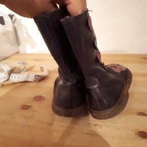 Overgangs støvler fra Angulus str 23. Godt brugte - må  måske nogle kan bruge dem som ekstra par?  Porto 38kr