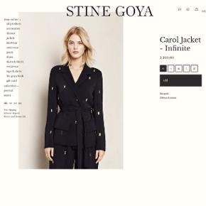 Sælger denne Stine Goya blazer i str. M Model: Carol Blazer  Nypris: 2200kr.   Brugt en enkelt gang   Ingen brugsspor   Kom med et bud 💥