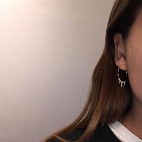 Smykke øreringe i sølv, kan også fåes i guld✨ Gratis fragt (ved køb over 100kr) og 25% på alle smykke i efterårs ferien🍁📮  Normal pris 50kr  Efterårstilbud 35% normal pris 55kr