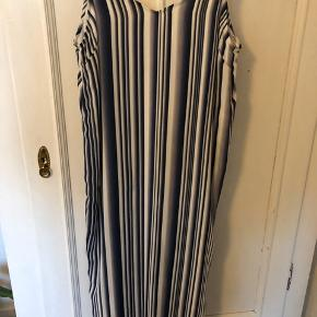 Won Hundred kjole