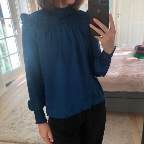 Super fin, blå bluse fra Vero Moda. Fejler intet 😊