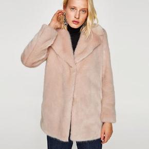 Zara faux fur. Str. M. Aldrig brugt. Mærke sidder stadig på.