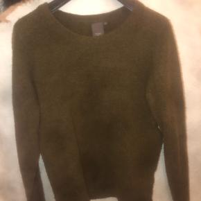 Sælger den fine army-grønne sweater fra ICHI, næsten ikke brugt.