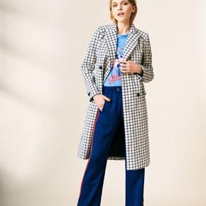 Smukkeste frakke, og har ingen brugstegn. Ny pris: 2300 kr.