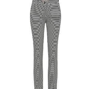Helt nye bukser fra custommade. modellen hedder BEA.  Jeg har en trøje der passer til, der kan købes med også, så man får et super fint sæt.  Bukserne sælges for 300 kr. og man kan få trøjen med for 200 kr.