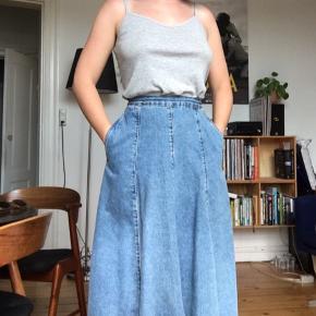 Vintage cowboy nederdel i perfekt stand!  Har lommer og falder flot ✨  Str. XS (34)