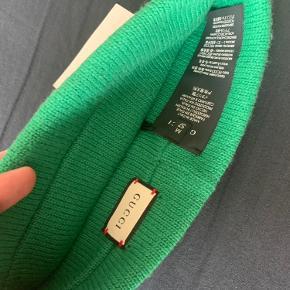 Velkommen til min trendsales - Der vil blive solgt alt fra highend mærker til streetwear, alt fra nyt til brugt, alle slags størrelser og begge køn.  Kan mødes i København omegn  Gucci headband-  Aldrig brugt Nypris - 2799 Min pris - 850kr