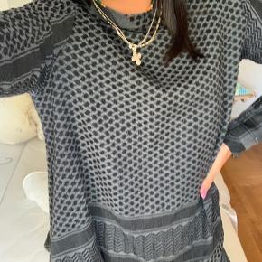 Sælger denne pæne Cecilie Copenhagen trøje 🖤