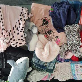 Piger tøj. Bamse.short.nederdel.kjole. Bukser blandet til 10 kr stk.  Dun jakke mp. 50 kr kun