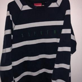 Sælger denne lækre Supreme sweatshirt, så BYD da endelig!
