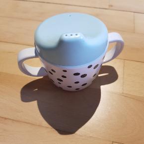 Sød kop, babykop, kop med tud. Aldrig brugt.