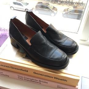 Flotte sko med lille hæl fra Mary B., størrelse 39