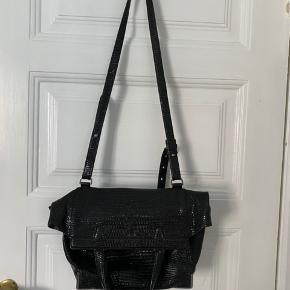 Fin taske - fungerer som tote og cross body