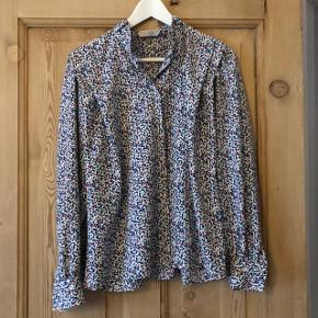 Fineste vintage skjorte købt i Budapest. Har fine detaljer og flotte mønstre 🌸